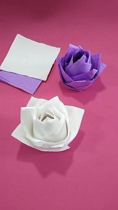 See how easy it is to make pink paper napkins for decoration, Napkin Folding Flower, Paper Napkin Folding, Napkin Rose, Serviettes Roses, Rose Video, Vintage Tea Parties, Dinner Party Decorations, Princess Tea Party, Rose Tutorial