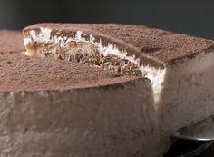 Tasty on tiramisu and cheesecake Tiramisu Cheesecake, Cheesecake Recipes, Dessert Recipes, Yummy Snacks, Yummy Food, Delicious Meals, Eat Dessert First, Chocolate Desserts, No Bake Cake