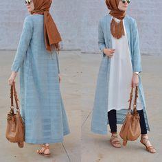 How to wear long tunic with hijab Tesettür Jean Modelleri 2020 Hijab Outfit, Hijab Wear, Hijab Dress, How To Wear Hijab, Islamic Fashion, Muslim Fashion, Modest Fashion, Hijab Chic, Mode Outfits