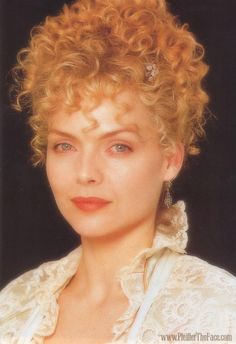 Michelle Pfeiffer as Countess Olenska in Age of Innocence 1993