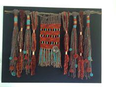 Telar a crochet con tecnicas de embarrilado, flecos y pompones