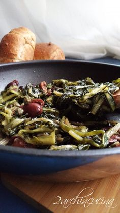 Cicoria catalana con olive e capperi. Una ricetta semplice e veloce dall'orto in tavola