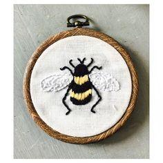 Little Bee - embroidery  Instagram : @Jade_king_art