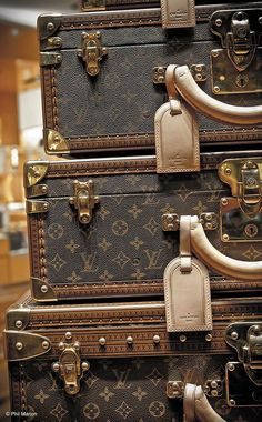 Shop Pre Owned & Pre Loved Authentic Chanel and Louis Vuitton Handbags Vuitton Bag, Louis Vuitton Handbags, Lv Handbags, Louis Vuitton Suitcase, Vintage Louis Vuitton Luggage, Handbags 2014, Louis Vuitton Trunk, Handbags Online, Michael Kors