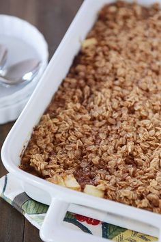 A delicious variation on baked oatmeal, this Amish-style apple and cinnamon baked oatmeal is so easy and delicious (and can be made the night before!). #oatmeal #appleoatmeal #bakedoatmeal #breakfast #melskitchencafe