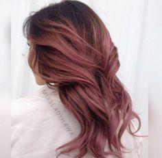 Cabelo Rose Gold, Rose Gold Hair, Cut My Hair, Hair Cuts, Hair Inspo, Hair Inspiration, Dark Pink Hair, Pretty Hairstyles, Red Hairstyles