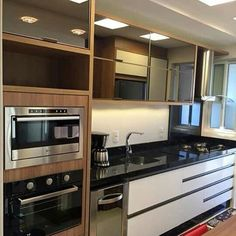 Ahhh se eu tivesse espaço! Com certeza investiria em uma torre de eletrodomésticos, acho lindo #decor #decora #decoração #decorando #decoration #desing #detalhes #details #ape #apartamentodecorado #apartamentopequeno #cozinha #ketchen #inspirações #inspiratio #interiordesing #casanova #homedecor #homedesing