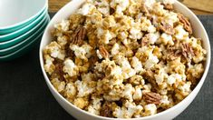 Oven Caramel Corn - this classic caramel corn is perfect as an everyday snack or packaged as a homemade gift for your favorite foodie. Appetizer Recipes, Snack Recipes, Cooking Recipes, Appetizers, Supper Recipes, Party Recipes, Caramel Recipes, Caramel Apple, Bakken