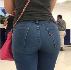 The biggest image collection of girl's sexiest asses in tight vintage Levi's jeans. Corpo Sexy, Chica Cool, Sweet Jeans, Curvy Jeans, Girls Jeans, Jeans Pants, Tights, Skinny Jeans, Moda Masculina