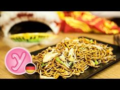 Chinese fried Noodles as known from asian restaurant or takeaway with english subs Asian Restaurants, Cooking Videos, Gnocchi, Japchae, Pesto, Noodles, Sushi, Chinese, Food And Drink