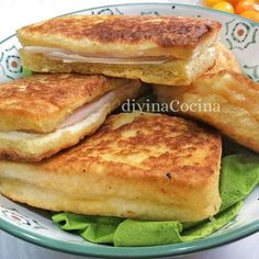 Receta de sándwich de queso a la sartén This pan-cheese sandwich recipe is prepared immediately, and you turn a sandwich into a party snack, juicy and creamy. Veggie Recipes, Bread Recipes, Baguette Sandwich, Cheese Sandwich Recipes, Tacos And Burritos, Good Food, Yummy Food, Brunch Buffet, Chapati