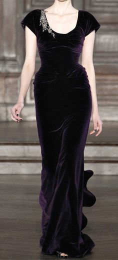 Full and flowing.  (Honestly, particularly like that the model's hips are noticeable, instead of airbrushed sleek.) L'Wren Scott