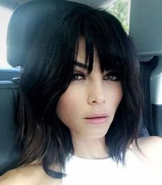 Beautiful Bangs Hairstyle Ideas That Suitable With Your Face Shape 22 Bangs With Medium Hair, Medium Hair Styles, Short Hair Styles, A Line Bob With Bangs, Black Hair Bangs, Cool Haircuts For Girls, Haircuts With Bangs, Curly Haircuts, Lob With Bangs