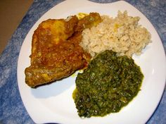 Poulet moambe - National dish of Republic of Congo. Stew of chicken in palm butter and spices served with rice and saka saka. Crock Pot Slow Cooker, Slow Cooker Recipes, National Dish, Always Hungry, World Recipes, Congo, Palak Paneer, Stew, Food Porn