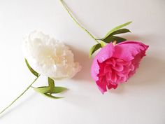 Etsy: Crepe paper white pink peony / gefüllte Pfingstrose Papierblume von AmeliLovelyCreations − handmade by Ameli's Lovely Creations