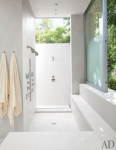 Indoor/outdoor shower - A Contemporary Los Angeles Villa by Michael Lehrer : Architectural Digest Indoor Outdoor Bathroom, Outdoor Baths, Outdoor Showers, Outdoor Rooms, Outdoor Living, Bad Inspiration, Bathroom Inspiration, Bathroom Ideas, Ideas Baños