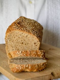 """Super-schnelles Dinkelbrot super fast spelled bread - baked with wheat (only whole grain) and sunflower seeds (""""crushed""""). Works well, bread with little taste, very slightly sweet 30 Rezepte Bread Bun, Pan Bread, Bread Rolls, Bread Baking, Law Carb, Bread Recipes, Cooking Recipes, Pampered Chef, Cookies Et Biscuits"""