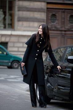 Timeless elegance : black cape coat and wide-leg trousers   Jacquelyn Jablonski for Chloé