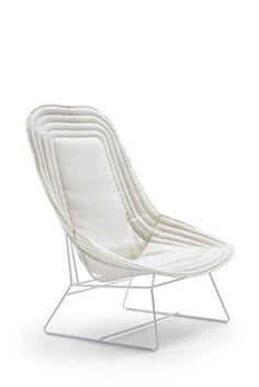 bergere design per hall con struttura in acciaio verniciato a polveri, dalla linea innovativa; la seduta sembra un nido accogliente, può essere posizionata in situazioni contract ma anche come oggetto di classe per arredare casa #loungechair #design #comfort #white #furniture