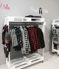 Like the DIY feel of these pallet retail display racks. Like the DIY feel of these pallet retail display racks. Ideas Armario, Palette Diy, Diy Casa, Wooden Pallets, Pallet Furniture, Furniture Decor, Diy Home Decor, Bedroom Decor, House Design