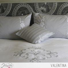 Juego de cama Valentina  Juego de cama con elegante bordado para que tu dormitorio luzca como de la realeza. ...
