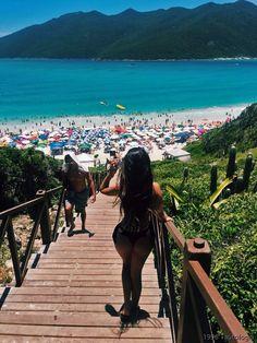 How to Take Good Beach Photos Lake Pictures, Beach Photos, Summer Beach, Summer Vibes, Fotos Goals, Graduation Pictures, Summer Pictures, Tumblr Girls, Strand