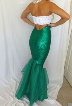 Don't want to spend a fortune on Halloween costumes this year? Here are 22 cheap and easy Halloween costume ideas to inspire you. Ariel Costumes, Cute Costumes, Mermaid Costumes, Mermaid Costume Adult, Mermaid Skirt Costume, Costume Ideas, Mermaid Outfit, Halloween Kostüm, Halloween Costumes