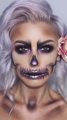 Really Cool Skeleton Makeup Ideas to Wear This Halloween ★ See more: glaminati - Make-up-Kunst - Accesorios para Maquillaje Halloween Skeleton Makeup, Beautiful Halloween Makeup, Cool Skeleton, Halloween Makeup Looks, Gorgeous Makeup, Unique Makeup, Halloween Halloween, Pretty Skeleton Makeup, Sugar Skull Halloween