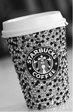 If you don't throw away your Starbucks cup, refills are only 50 cents. I now present bedazzled starbucks cup Starbucks Coffee, Copo Starbucks, Starbucks Drinks, Starbucks Tumbler, Starbucks Crafts, Starbucks Gold, Disney Starbucks, Starbucks Christmas, Christmas Cup