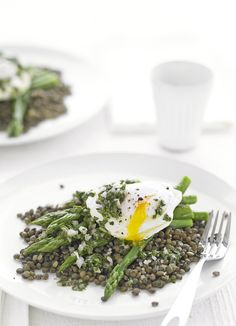 Puy lentils with asparagus, and poached egg: Food doesn't have to be complicated to be delicious. This recipe for puy lentils with asparagus, and poached egg is quick, easy, and healthy, making it the perfect quick-fix midweek.