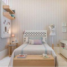 Cheio de charme!  #decoracao #decoração #decor #sala #living #quadro #quadros #frases #casamento #casar #casando #bomdia #sol #manha #terça #viver #morar #sonhando #amarelo #parede #cor #chique #chic #cozinha #mesa #noiva #detalhes #amei #amando #lookdodia