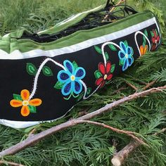 Beads Native American Dress, Native American Design, Native American Crafts, Native Beadwork, Native American Beadwork, Beaded Purses, Beaded Bags, Bunting Bag, Ribbon Skirts