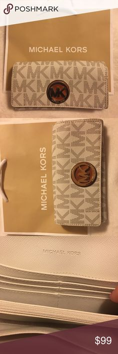 Michael Kors 14 Slot Credit Card Wallet SPACIOUS / 14 Slot Credit Card Wallet / 100 % Authentic !! Michael Kors Bags Wallets
