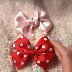 Basic (no sew) Bow Tutorial -I need to make a solid pink one like the one on the bottom.