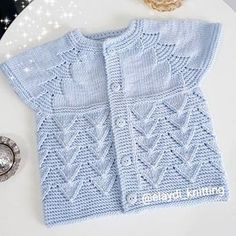 Mesude Yolcu's 530 media content and analytics Easy Knitting Patterns, Knitting For Kids, Knitting Designs, Baby Patterns, Baby Knitting, Diy Crafts Crochet, Knit Baby Sweaters, Baby Cardigan, Jacket Pattern
