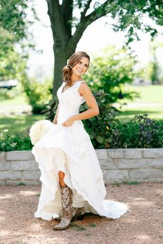 Beautiful photo idea of bride and cowboy boots