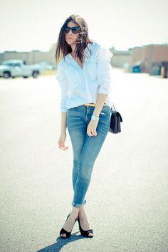 Nada es lo suficientemente atrevido cuando se trata de moda; combinar tus tacones con jeans tampoco. Esta combinación es capaz de darle un aire casual, formal y relajado a tu look. #PinCCModa #Moda #jeans #highheels