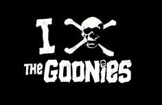 Camiseta chica Los Goonies. I Love Goonies, calavera Camiseta para chica, I Love Goonies, utilizando la calavera pirata como corazón, perteneciente a la película de culto Los Goonies.