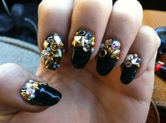 you could wear plain EVERYTHING with these nails.