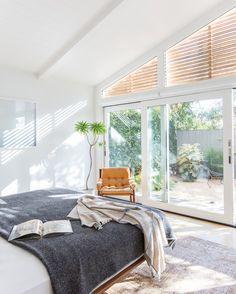 Qué tendrá el estilo de @amberinteriors que tanto nos gusta nos inspira y nos refresca? . . . .  #ebomworld #deco #decoracion #home#interiordesign #interior #livingroom #livingroomdecor #bedroom #beddecor #amberinteriors