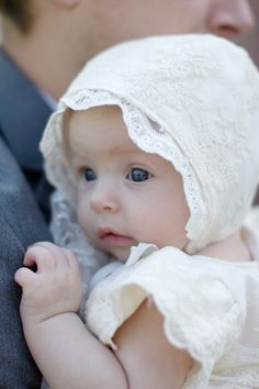 Tutorial: Lace baby bonnet. Free baby sewing pattern