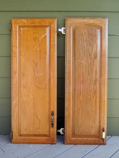 Hey friends! I've amassed quite the collection of old cabinet door from the Habitat For Humanity ReStore, so it's time for me to start doing stuff with them. He…