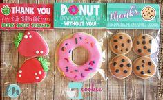 Teacher Bag Toppers Teacher Appreciation Week Donut You Galletas Cookies, Iced Cookies, Cute Cookies, Royal Icing Cookies, Sugar Cookies, Teacher Appreciation Week, Appreciation Gifts, Teacher Cakes, Teacher Gifts