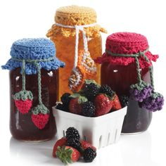 Cute Crochet Patterns Canning Jar Toppers Instructions included for the orange slice, the strawberrys and the berries. Crochet Kitchen, Crochet Home, Crochet Gifts, Crochet Yarn, Crochet Dishcloths, Crotchet, Crochet Jar Covers, Knitting Patterns, Crochet Patterns