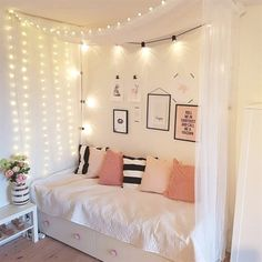 Girls Room Deco - organization Ideas for Small Bedrooms Check more at smarmyarmy.Girls Room Deco - organization Ideas for Small Bedrooms Check more at smarmyarmy. Child Bedroom Layout, Trendy Bedroom, Bedroom Interior, Girl Bedroom Designs, Bedroom Design, Room Inspiration, Bedroom Layouts, Girl Room, Teenage Girl Bedroom Decor