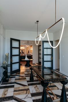 Top 3 Interior Design Projects Created By Kelly Wearstler In America House Ideas, Kelly Wearstler, Marble Floor, Contemporary Interior Design, Classic House, Interior Design Inspiration, Interiores Design, Decoration, Studio