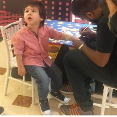 In this photo, Taimur Ali Khan is seen getting a tattoo on his arms at Shah Rukh Khan's son, AbRam's birthday party, check it out! Bollywood Songs, Bollywood Actors, Bollywood Celebrities, Baby Boy Dress, Baby Suit, Taimur Ali Khan Pataudi, Abram Khan, Diy Gift For Bff, Sr K