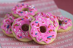Who doesn't like doughnuts? Pink doughnut sugar cookies - Doh!
