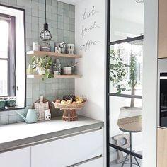 Witte krijtbord verf in de keuken.