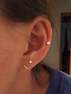 Adorable and dainty middle cartilage piercing ♡